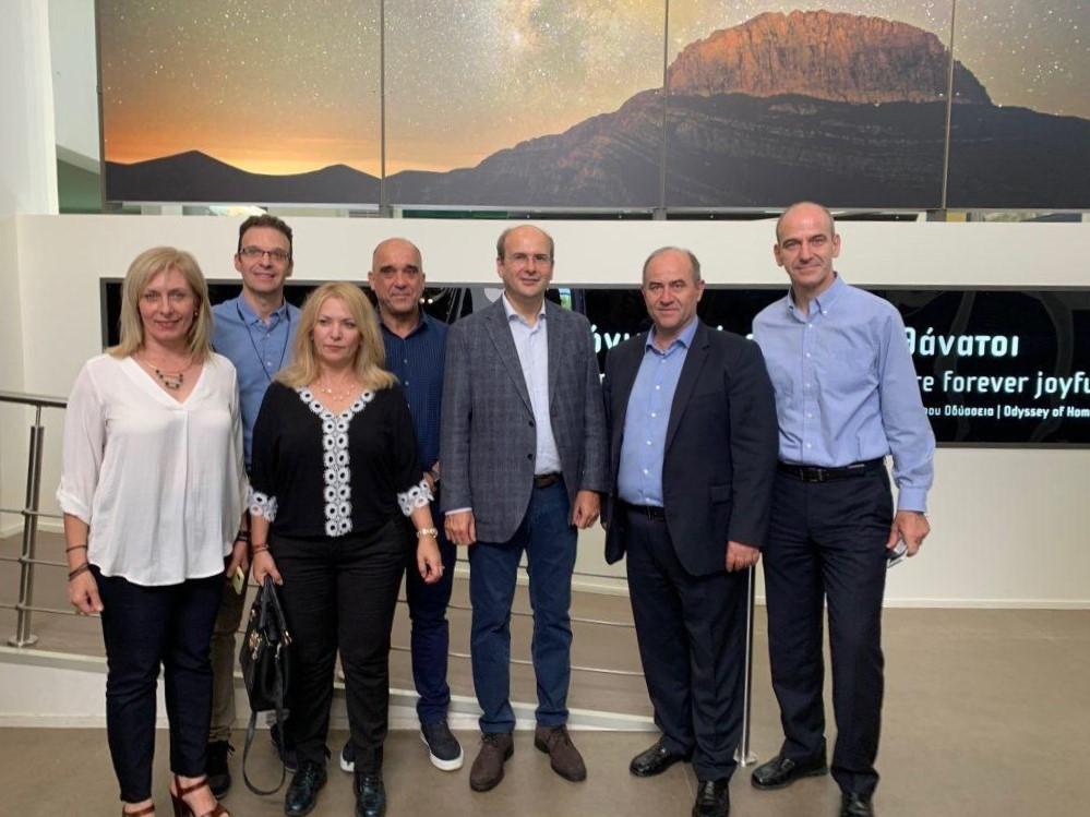 Συνάντηση του Υπ. Περιβάλλοντος Κ.Χατζηδάκη με τον Δήμαρχο Δίου – Ολύμπου κ. Γερολιόλιου στα πλαίσια τού 19ου Πανελλήνιου Δασολογικού Συνεδρίου