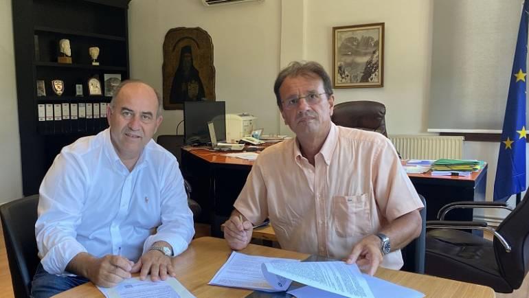 """Υπογράφηκε η σύμβαση κατασκευής του έργου """"Πρόσβαση στις γεωργικές εκμεταλλεύσεις Δ.Ε. Λιτοχώρου"""""""