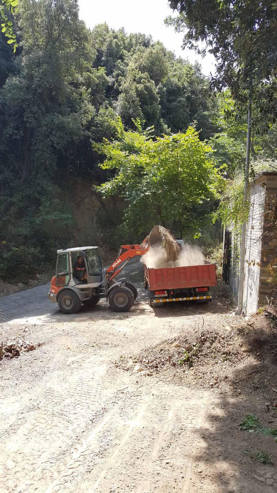 Καθαρισμός της οδού Μακεδονομάχων στον Πλαταμώνα από την Αντιδημαρχία Καθημερινότητας